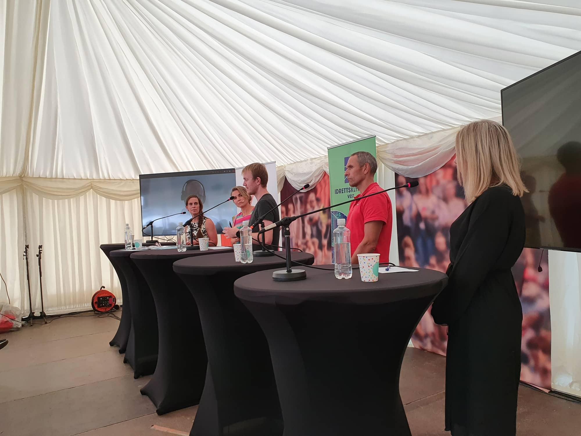 Bilde av paneldeltakere